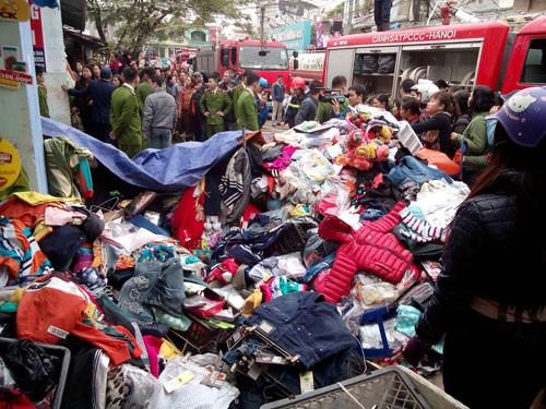 Hà Nội: Cháy chợ Nhật Tân giữa trưa, nhiều tiểu thương náo loạn - anh 3