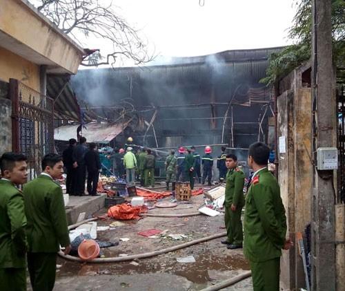 Hà Nội: Cháy chợ Nhật Tân giữa trưa, nhiều tiểu thương náo loạn - anh 5