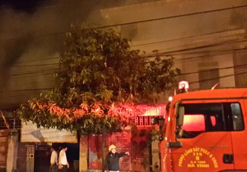 """Bản tin """"113+"""": Phát hiện xác chết bị đốt cháy trong bụi cỏ; Nổ bình ga mini, 4 người nhập viện - anh 1"""