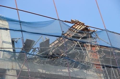 TP. HCM: Sập sàn bê tông tại công trình 15 tầng, 7 người bị thương - anh 1