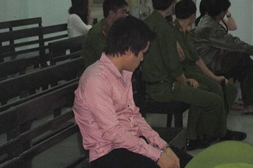 """Bản tin """"113+"""": Đình chỉ 1 Trưởng công an xã bắt, nhốt, đánh đập trẻ vị thành niên; Đang thi hành án treo, tiếp tục ngồi tù vì """"qua đêm"""" với bé 12 tuổi - anh 3"""