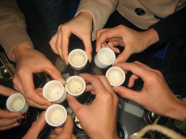 Bí kíp để uống rượu không say trong dịp Tết - anh 1