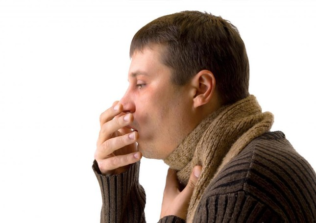 Làm thế nào để phân biệt dấu hiệu ung thư phổi và viêm họng? - anh 1