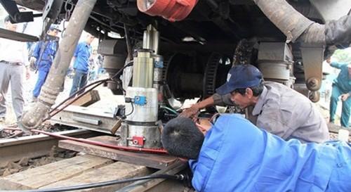 Tàu hỏa từ TP. HCM đi Hà Nội trật bánh khỏi đường ray - anh 3