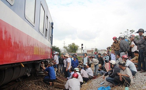 Tàu hỏa từ TP. HCM đi Hà Nội trật bánh khỏi đường ray - anh 4