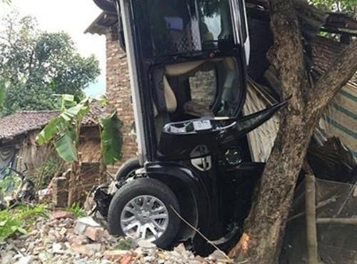 Vụ ô tô gây tai nạn làm 3 người tử vong ở Cao Bằng: Bí thư Huyện ủy là người cầm lái - anh 1