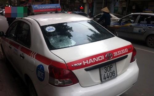 """Bản tin """"113+"""": Thanh niên chết trong tư thế treo cổ bên hông nhà; Tài xế hãng taxi Group hất cảnh sát lên nắp ca pô - anh 6"""