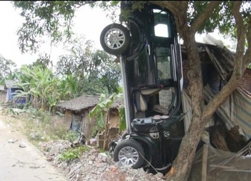 """Bản tin """"113+"""": Thanh niên chết trong tư thế treo cổ bên hông nhà; Tài xế hãng taxi Group hất cảnh sát lên nắp ca pô - anh 4"""