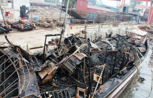 Xác định nguyên nhân cháy tàu du lịch trên Vịnh Hạ Long - anh 1
