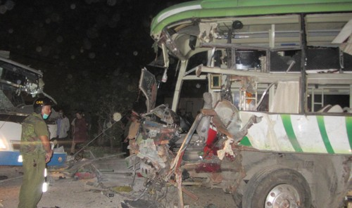 Bình Thuận: 2 xe khách đấu đầu, 10 người tử vong - anh 1