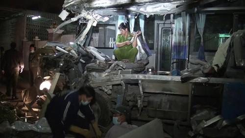 Bình Thuận: 2 xe khách đấu đầu, 10 người tử vong - anh 2