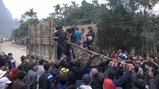 Thanh Hóa: 3 người thiệt mạng do sập hầm khai thác đá quý - anh 1