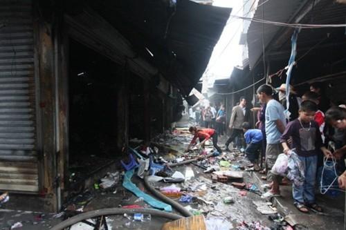 Hải Dương: Hỏa hoạn lớn tại chợ Kinh Môn do hóa vàng, gần 100 ki-ốt bị thiêu rụi - anh 2