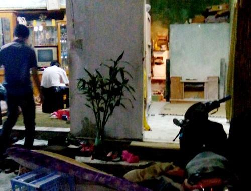 Hải Phòng: Ngáo đá, bố ôm con gái 4 tuổi doạ tự thiêu trong nhà - anh 1