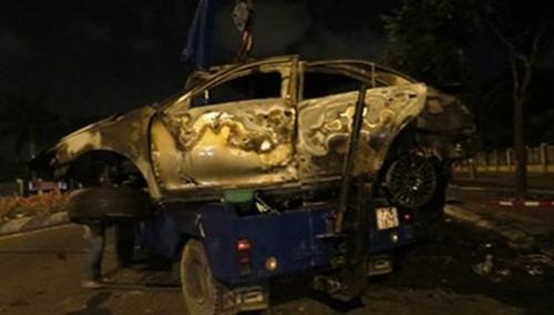 """Tài xế thiệt mạng do """"mắc kẹt"""" trong xe Camry bốc cháy sau tai nạn - anh 1"""