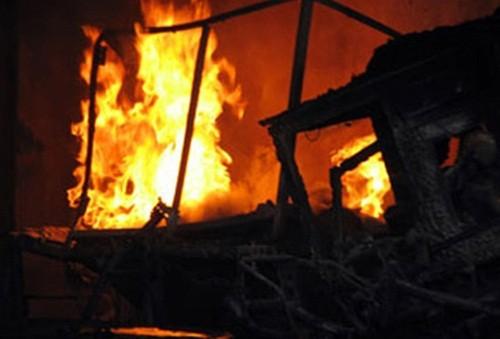 Cà Mau: Nhậu say rồi đốt nhà cháy rụi vì vợ không nghe lời - anh 1