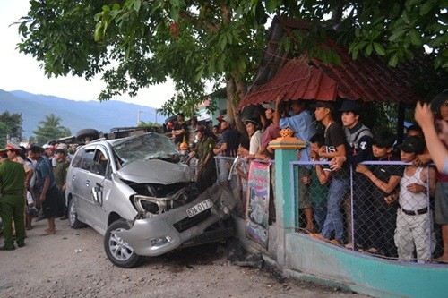 Nạn nhân kể lại giây phút kinh hoàng khi ôtô mất lái đâm xe tải - anh 1