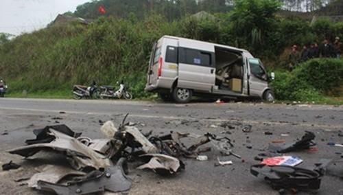 """Nguyên nhân vụ xe khách """"đấu đầu"""" xe container khiến 2 người chết, 6 người bị thương - anh 1"""