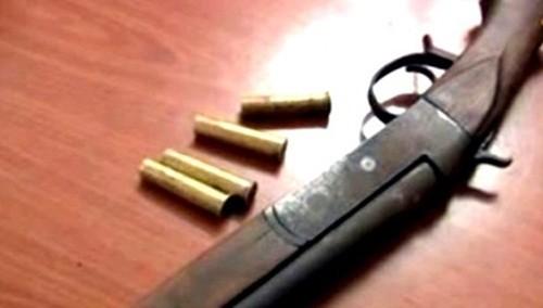 Truy bắt kẻ bắn thiếu nữ 16 tuổi trong tiệc rượu bằng súng ngắn - anh 1