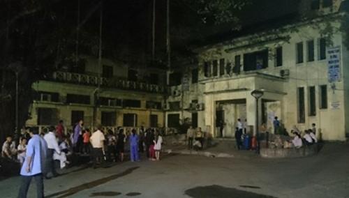 Chập điện tại BV Bạch Mai, nhiều bệnh nhân hoảng loạn tháo chạy - anh 1