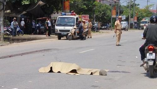 Xe tải tông trực diện vào xe máy, một cô giáo tiểu học chết thảm - anh 1