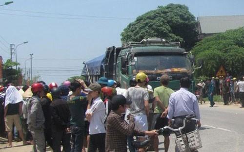 Xe tải tông trực diện vào xe máy, một cô giáo tiểu học chết thảm - anh 2