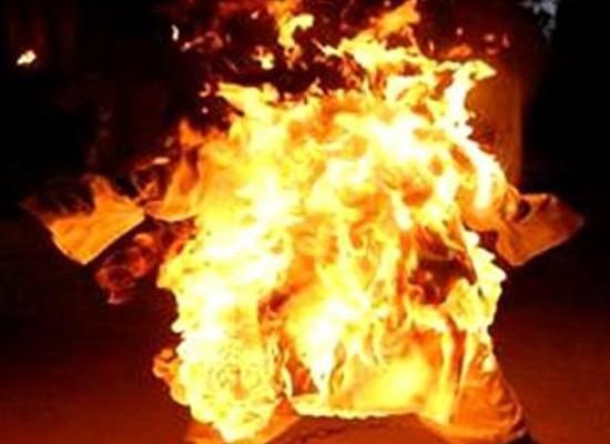 Nghi vợ ngoại tình, chồng cuồng ghen tưới xăng đốt tình địch - anh 1