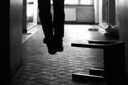 Nguyên nhân khiến người đàn ông uất ức treo cổ tự tử - anh 1