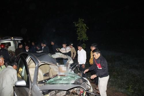 Tai nạn kinh hoàng khiến xế hộp bẹp rúm, 2 thầy giáo chết thảm - anh 2