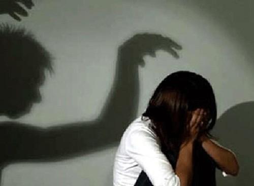 Dỗi bố mẹ bỏ nhà đi, bé gái 14 tuổi bị 2 gã trai 9X hại đời - anh 1