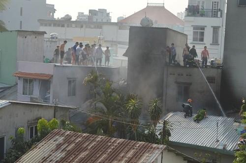 Điều tra nguyên nhân cháy hàng loạt nhà trong hẻm ở TP HCM - anh 2