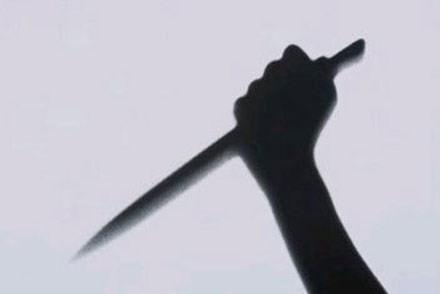 Ghen tuông, chồng đâm vợ chết tại chỗ rồi uống thuốc sâu tự tử - anh 1