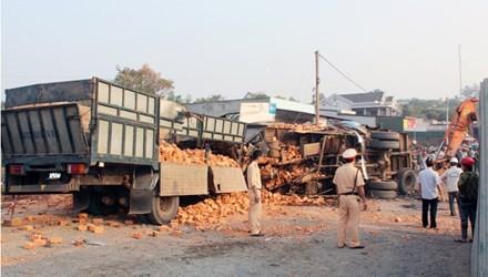 Đắk Lắk: Hai xe tải tông nhau trực diện, 6 người chết tại chỗ - anh 1