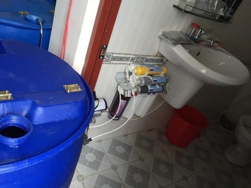 Phát hiện hàng ngàn khăn giấy ướt giả được sản xuất từ... nhà vệ sinh - anh 2