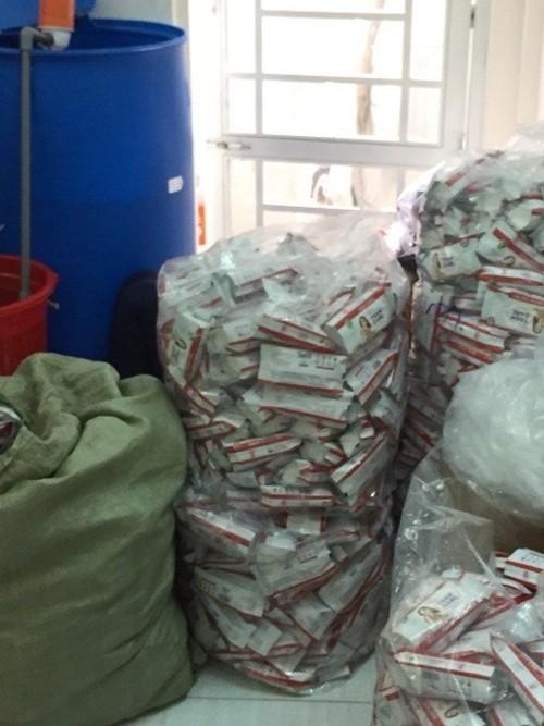 Phát hiện hàng ngàn khăn giấy ướt giả được sản xuất từ... nhà vệ sinh - anh 4