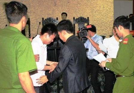 Bật khóc tại Toà khi được tuyên vô tội sau 2 năm bị giam giữ - anh 1