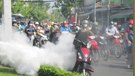TP. HCM: Xe máy bất ngờ bốc cháy ngùn ngụt trên đường - anh 1