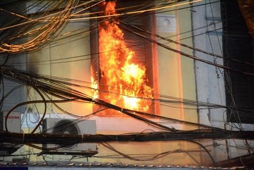 TP. HCM: Cháy dữ dội tại cửa hàng điện tử, bé gái 2 tuổi tử vong - anh 1