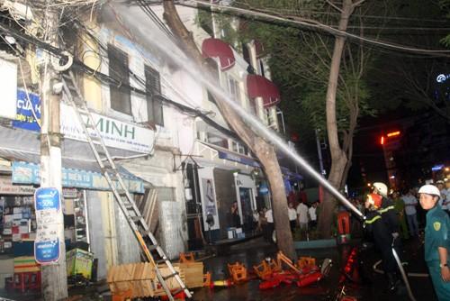 TP. HCM: Cháy dữ dội tại cửa hàng điện tử, bé gái 2 tuổi tử vong - anh 2