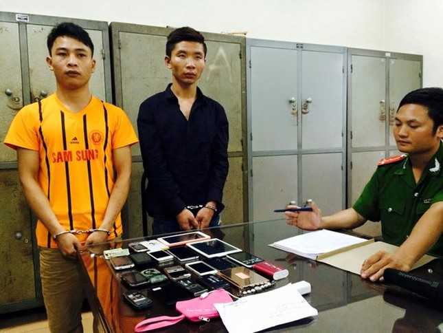 Hà Nội: Bắt giữ cặp đôi chuyên cướp giật của phụ nữ - anh 1