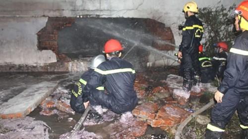 Đà Nẵng: Cháy nổ kho hoá chất, 17 chiến sĩ PCCC bị thương - anh 1