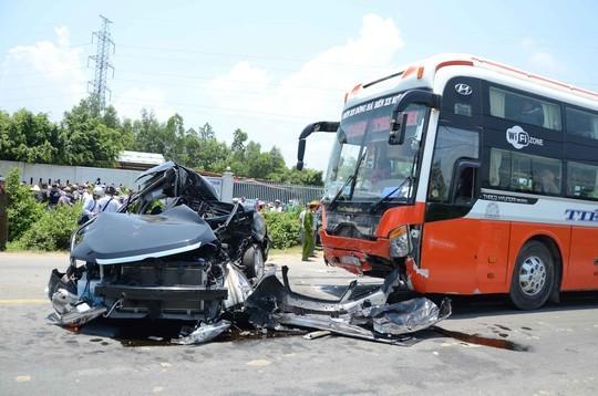 Vụ xe khách tông xe Camry tại Đà Nẵng: Nạn nhân thứ 7 đã tử vong - anh 1