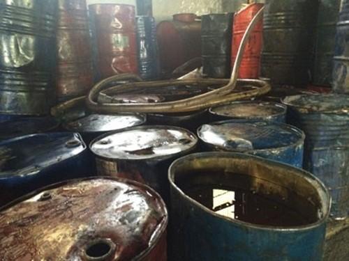 Hà Nội: Phát hiện 2 xưởng chế biến hàng trăm thùng phuy mỡ động vật không rõ nguồn gốc - anh 3