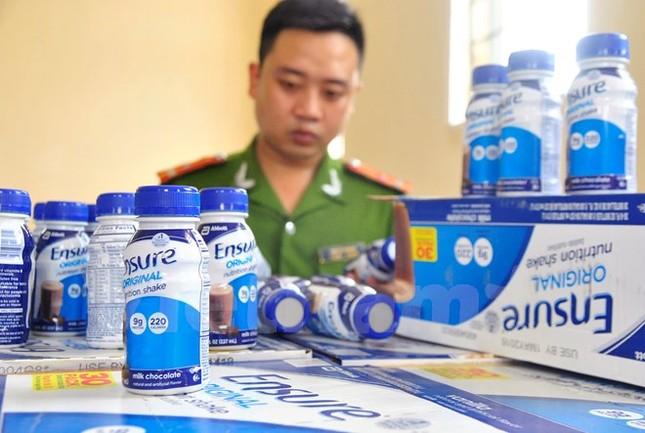 Hà Nội: Phát hiện 27.600 chai sữa Ensure không rõ nguồn gốc - anh 1