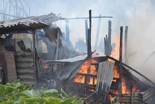 Hà Nội: Cháy lớn khu vực nhà tạm ven hồ Linh Quang - anh 3