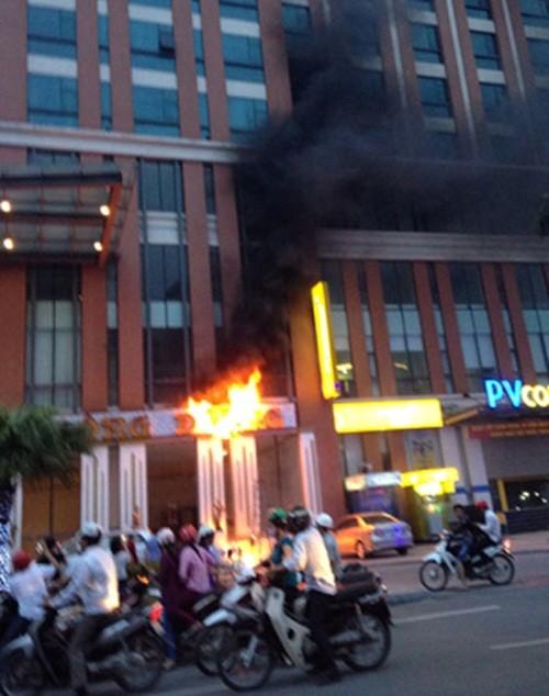 Thái Bình: Cháy khách sạn 4 sao, nhiều người hoảng loạn - anh 1