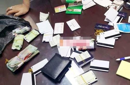 Bắt giữ đối tượng nước ngoài dùng gần 400 thẻ ATM giả để rút tiền - anh 3