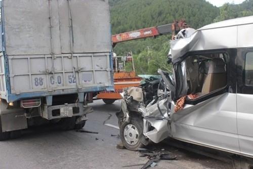 Lời kể nạn nhân vụ xe khách tông đuôi xe tải khiến 1 người chết, 8 người bị thương - anh 1