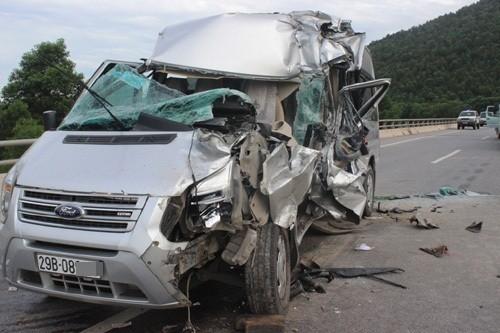 Lời kể nạn nhân vụ xe khách tông đuôi xe tải khiến 1 người chết, 8 người bị thương - anh 2
