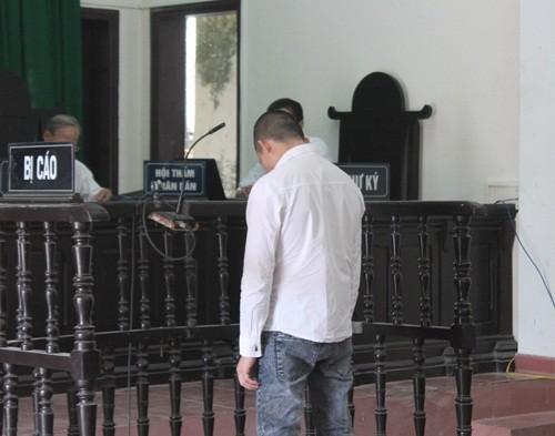 Vụ nổ mìn trên xe khách: Bị cáo ngất xỉu tại phiên toà sơ thẩm - anh 2